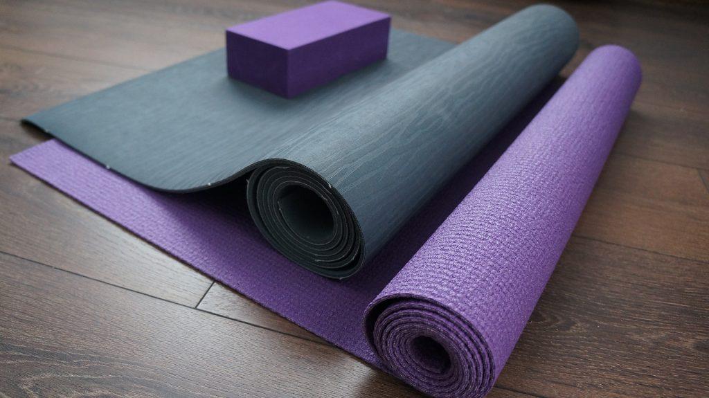Yogamat rubber en plastic